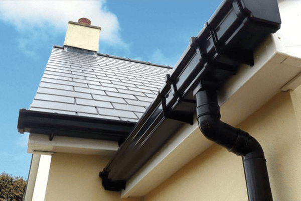 Top Tips for Year Round Gutter Repair and Cleaning